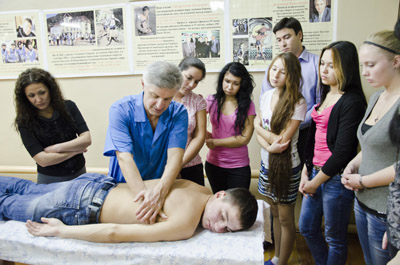 Особенности и преимущества обучения на курсах массажа